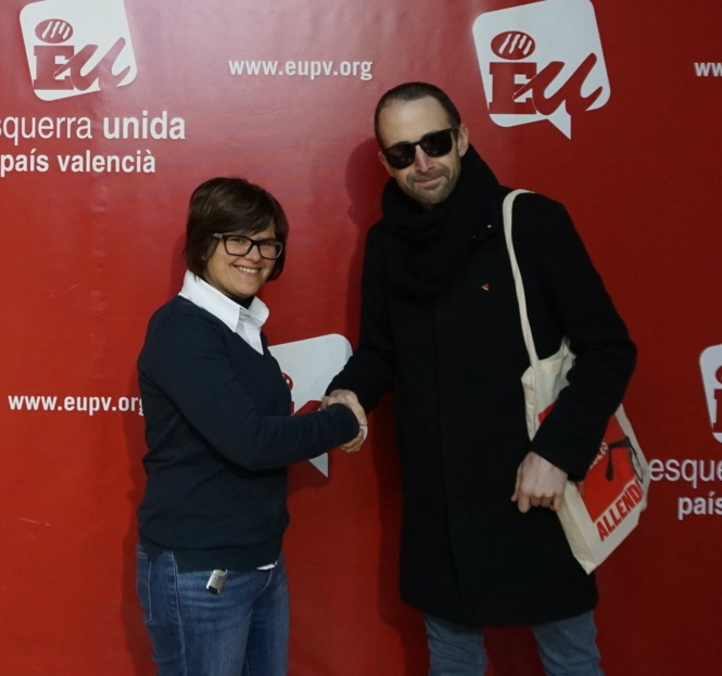 """Esquerra Unida fitxa a un component de """"Los Chikos del Maíz"""" com a periodista per a la campanya"""