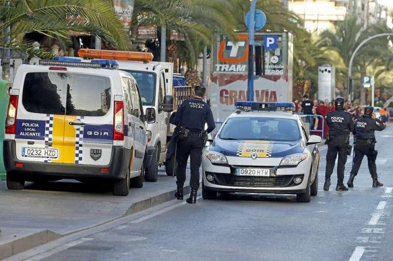 Plataforma per la Llengua demana sancionar dos policies municipals d'Alacant per valencianofòbia