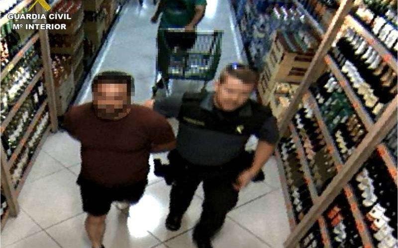 Detingut per setena vegada a Ibi per robar en supermercats