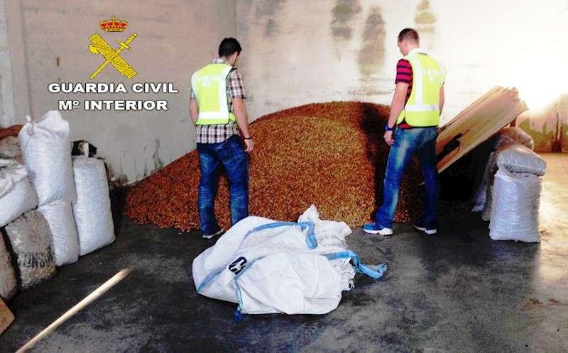 Detingut per robar 2.600 quilos d'ametles a Altura i Jérica